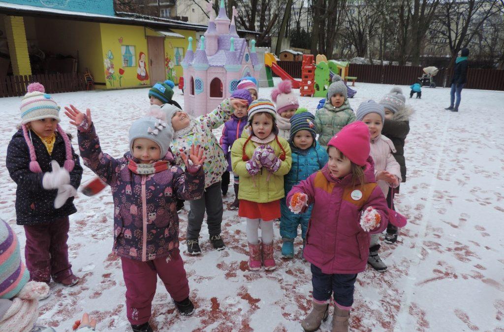 Stokrotki – zabawy na śniegu