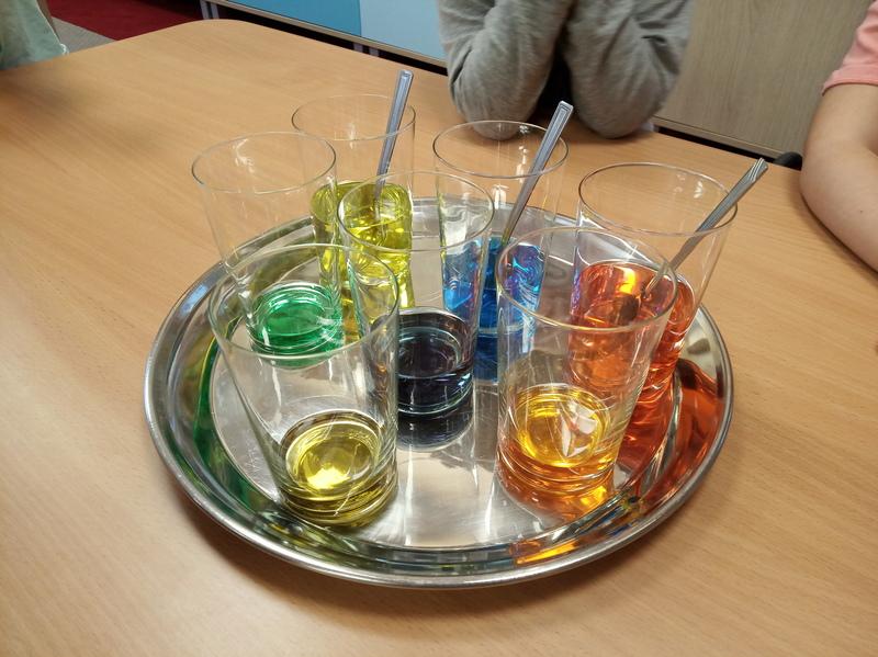 Konwalie – eksperyment z kolorami